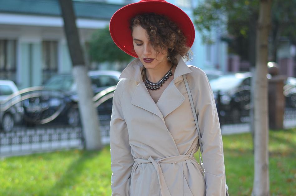 GILOCHKA-red-hat (1)